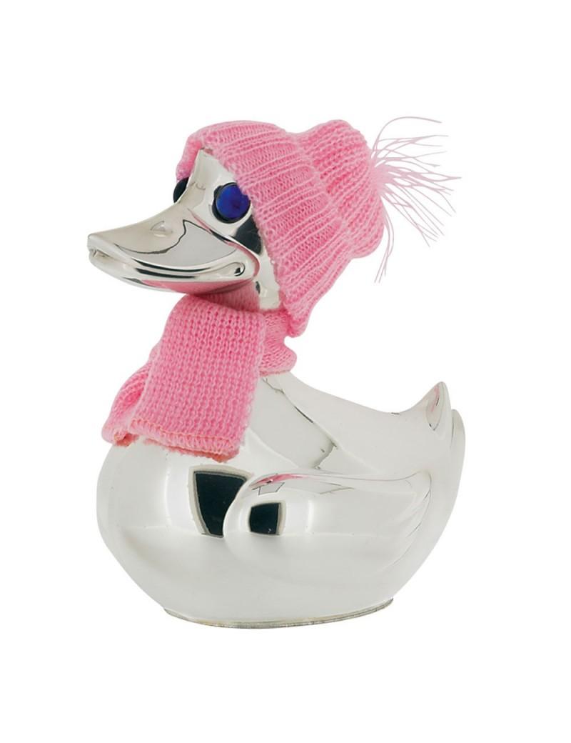 And i sølv plet med pink hat og halstørklæde